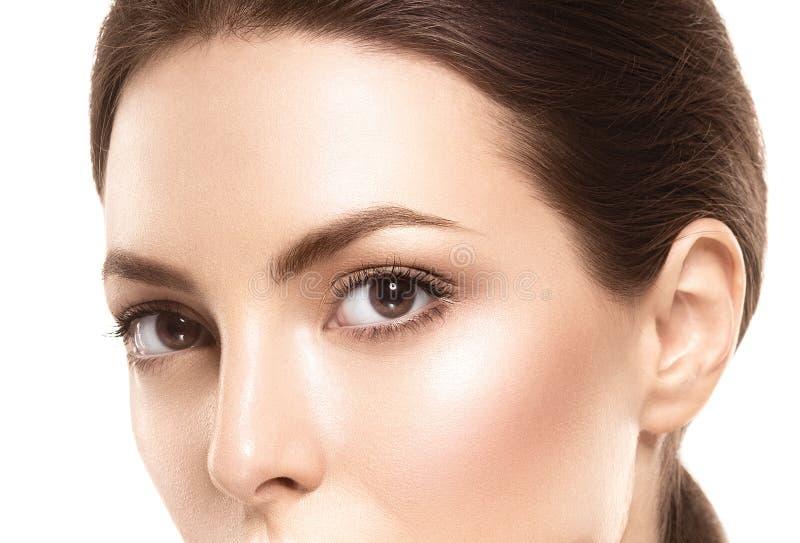 Snärtar för ögon för ögonkvinnaögonbryn arkivbild