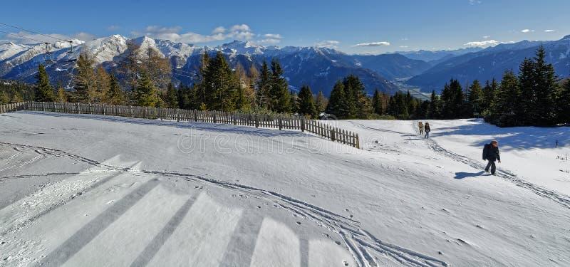 Snö går i södra tyrol royaltyfri foto