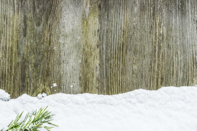 Snö på en trävägg royaltyfri bild