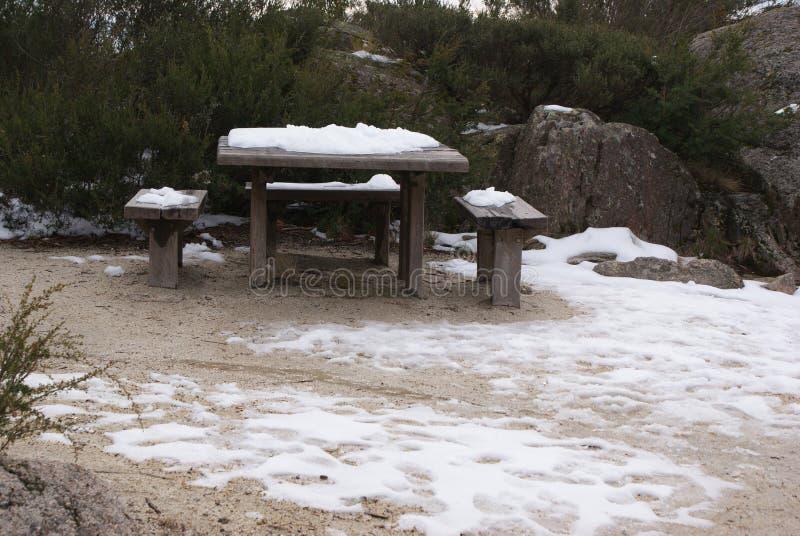 Snö på tabellen arkivfoton