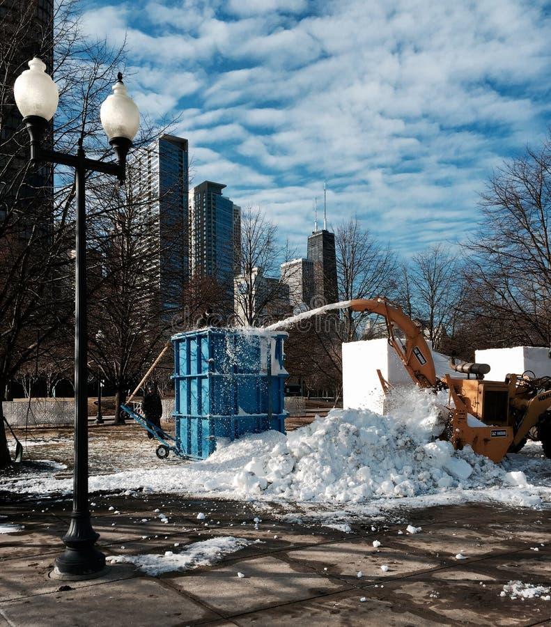 Snö som snider kvarter arkivfoton