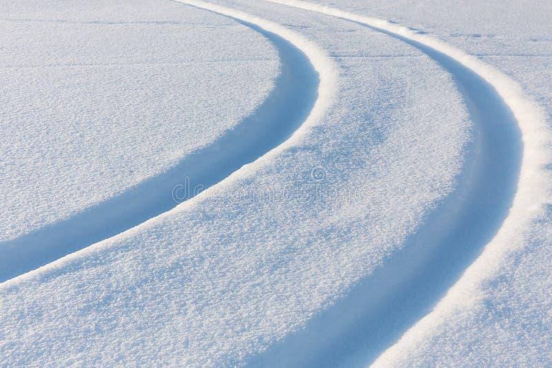Snö-täckt spår royaltyfri fotografi