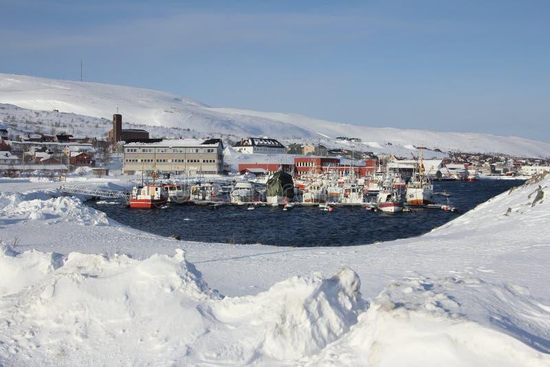 Snö-täckt stad royaltyfri bild