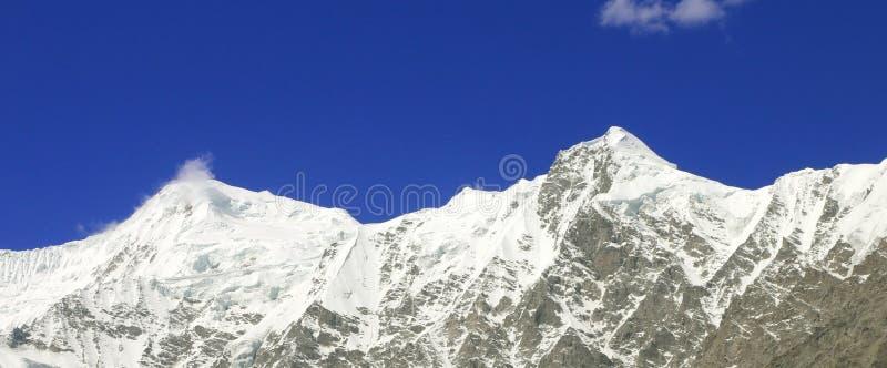 Snö täckte det Nanga Parbat maximumet fotografering för bildbyråer