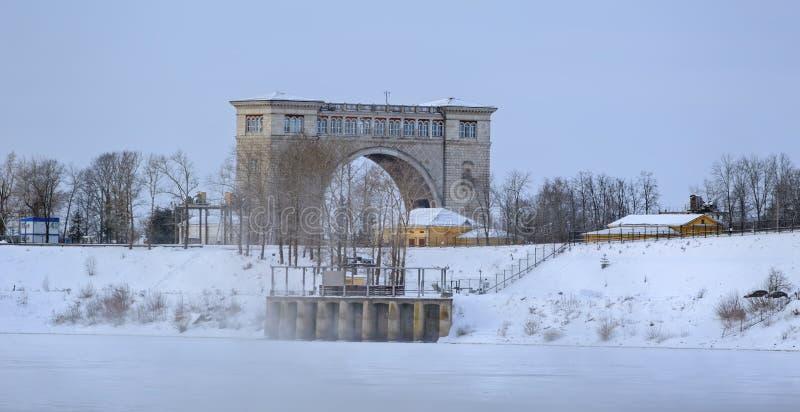 Snö täckte fryste Volga royaltyfri fotografi