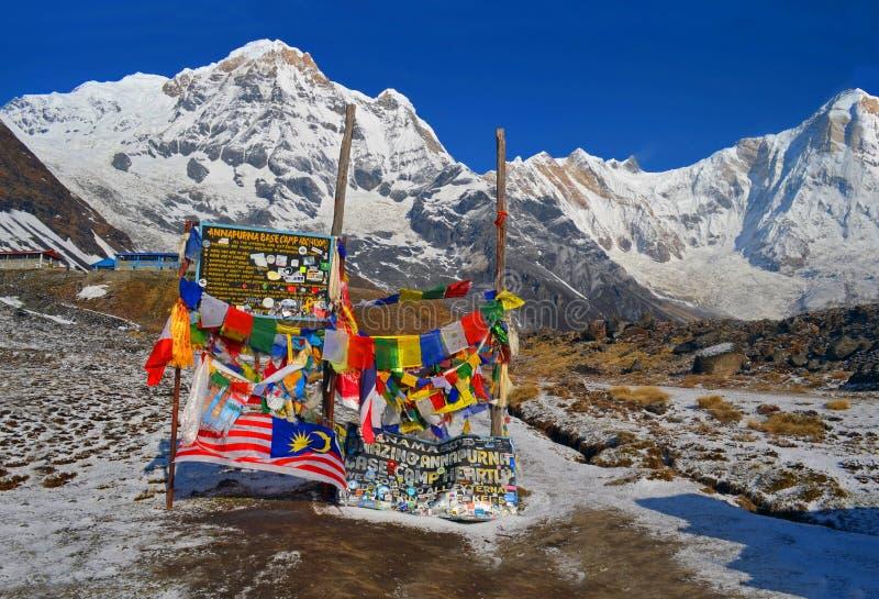 Snöberglandskap i Himalaya Annapurna södermaximum, Annapurna baslägerbräde royaltyfri fotografi