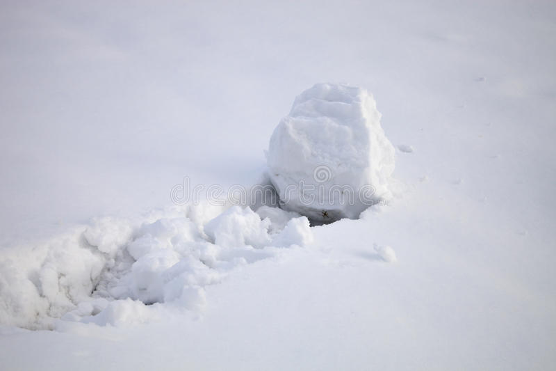 Snöboll i ny snö arkivbilder