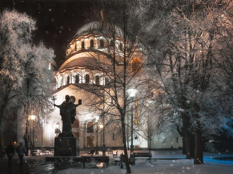 Snöfall och rimfrost på helgonet Sava Cathedral i Belgrade arkivbilder