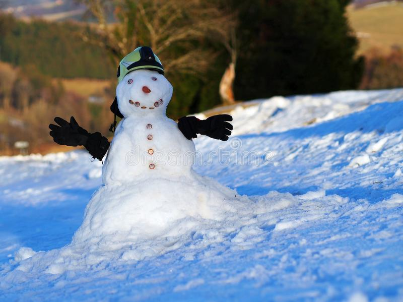 Snögubbeklänningar som brandman royaltyfri bild