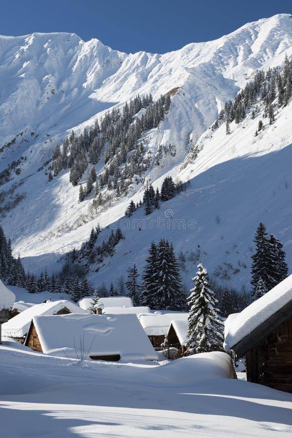 Snöig alps för vit på berg i lechtal royaltyfri foto