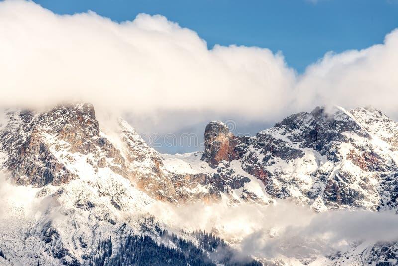 Snöig berg i vintern, landskap, fjällängar, Österrike royaltyfria bilder