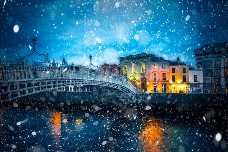 Snöig Dublin Night royaltyfri bild
