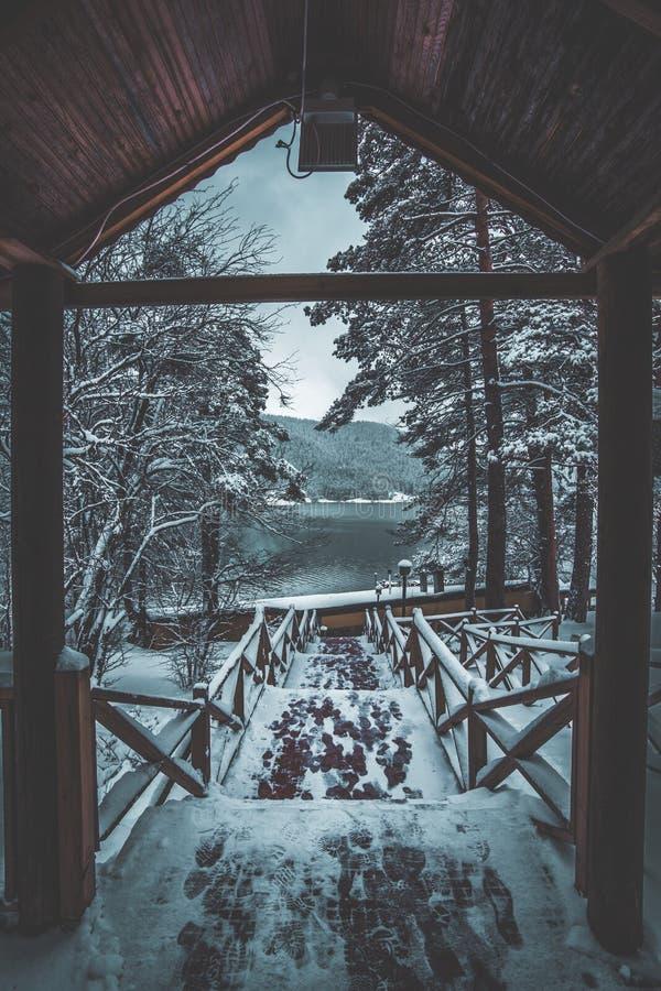 Snöig ingång arkivbild