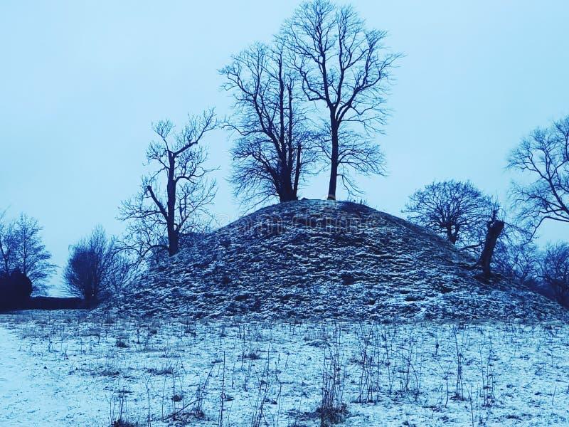 Snöig kulle arkivfoto