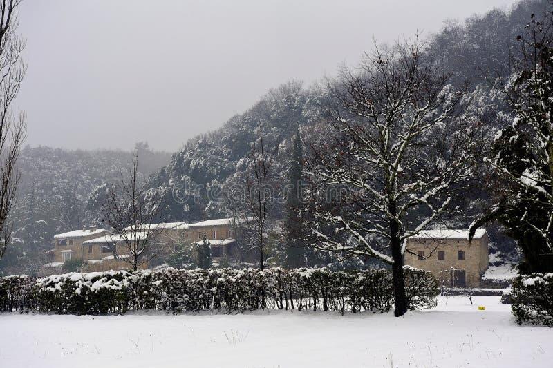 Snöig landskap i den franska Cevennes regionen fotografering för bildbyråer