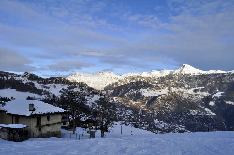snöig sikter för berg arkivbild
