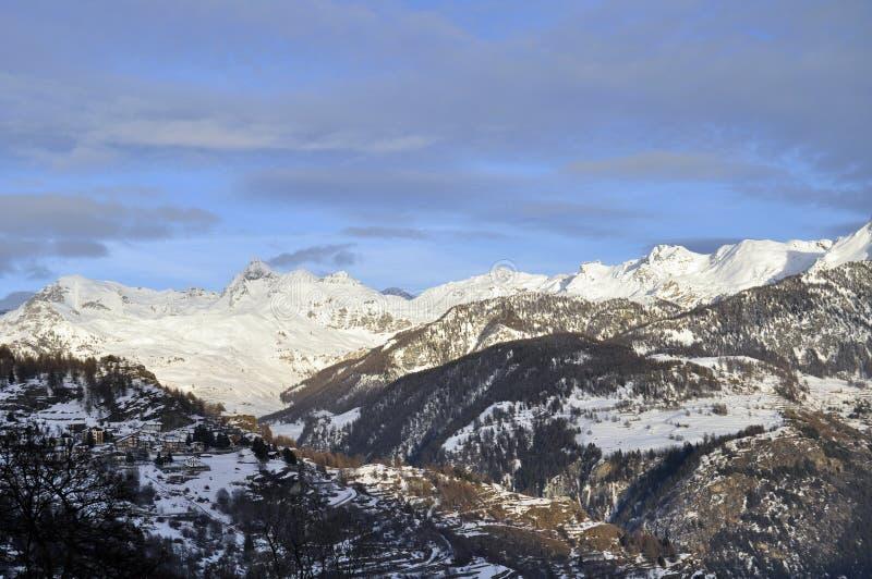 snöig sikter för berg royaltyfri foto