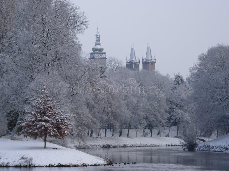 Snöig stad arkivbild