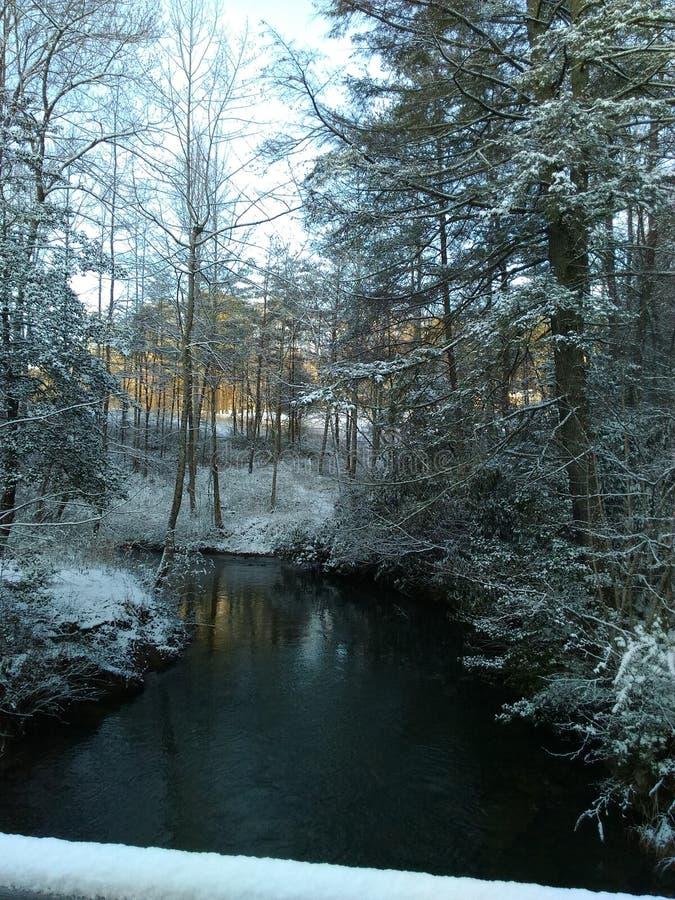 Snöig ström arkivbilder
