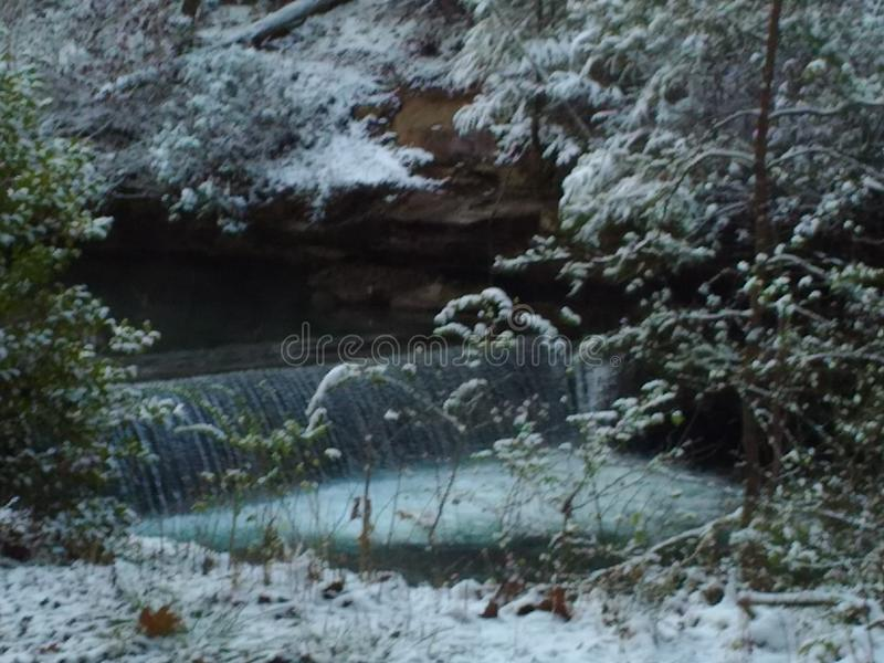 Snöig ström arkivfoto