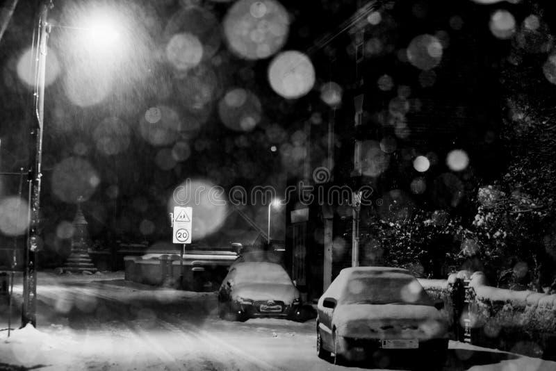 Snöig väg i Ruyton XI städer royaltyfri bild