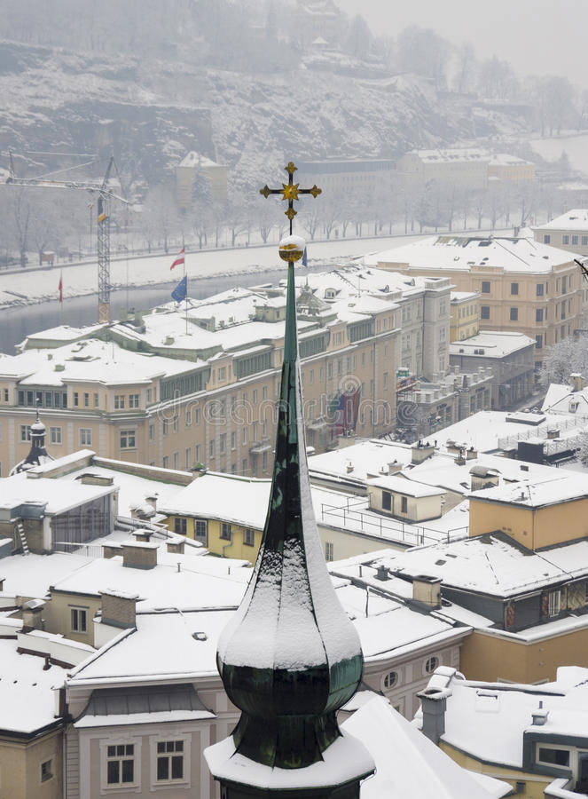Snöig vinter i Salzburg royaltyfri bild