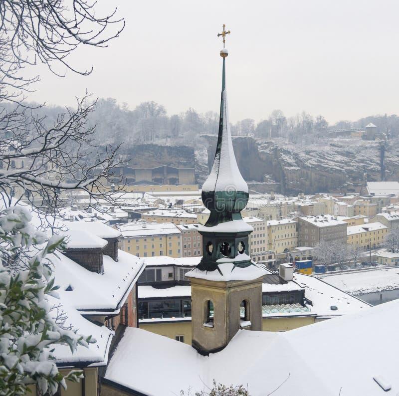 Snöig vinter i Salzburg arkivfoton