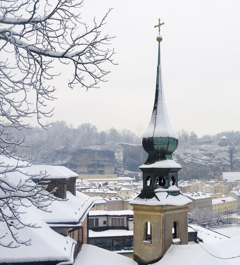 Snöig vinter i Salzburg royaltyfri fotografi