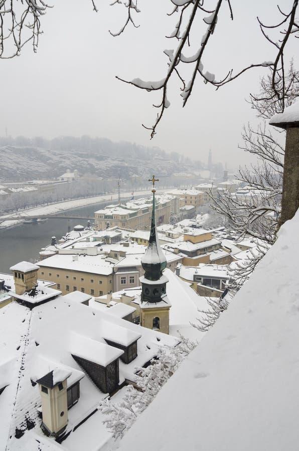 Snöig vinter i Salzburg arkivfoto