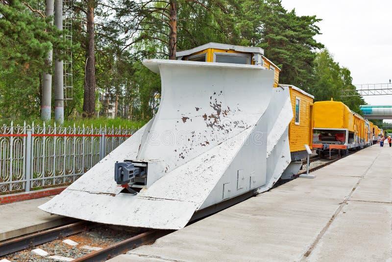 Snöplogen RAM för rengörande järnvägsspår från snö driver Novos royaltyfri fotografi