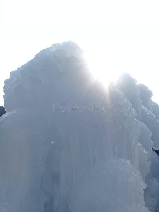 Snöskulpturer på den djupfrysta Hwacheon floden arkivbilder