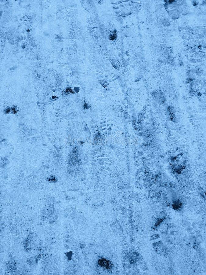 Snötextur med fotspår fotografering för bildbyråer