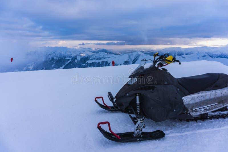 Snövessla - vinterlandskap i höga berg royaltyfri foto