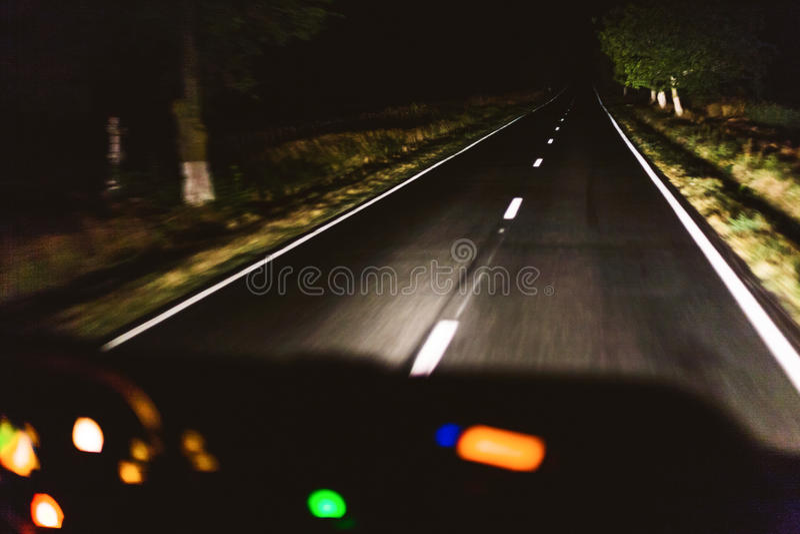 Snabb nattkörning royaltyfri fotografi
