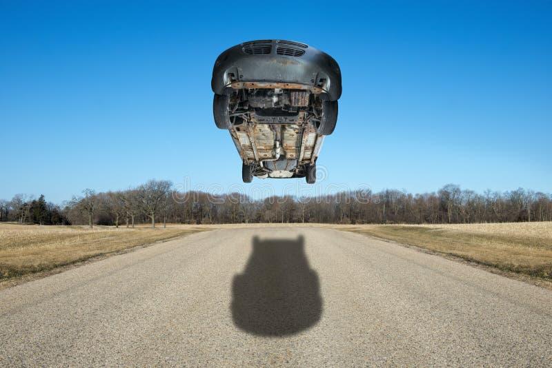 Snabbt rusa, våghalsig körande bil arkivfoto