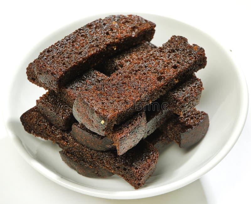 Snack Crouton-briet Roggenbrot mit Gewürzen und Salz lizenzfreies stockfoto