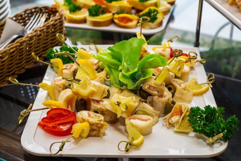 Snack, sortiert von den Canapes stockbild