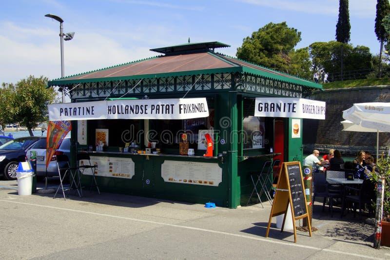 Snackbar olandese tipico nella città italiana di Peschiera fotografia stock
