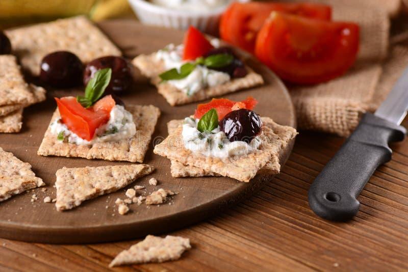 Snackkäse auf Schneidebrett lizenzfreie stockfotografie