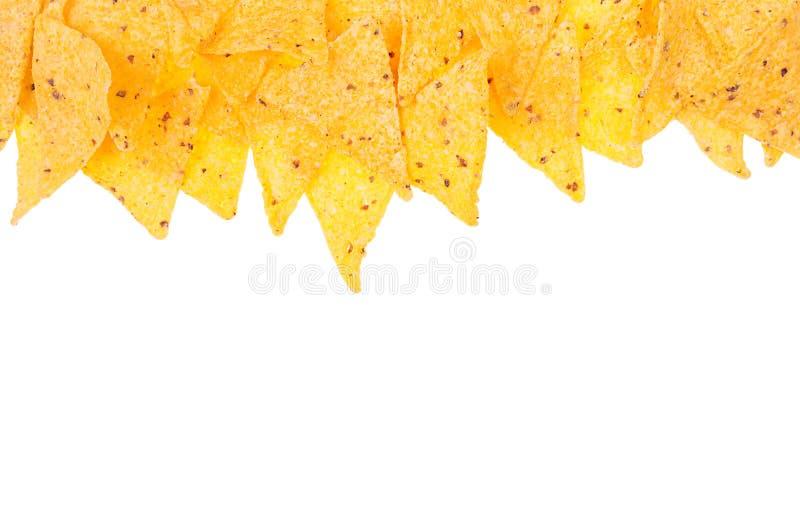 Snacknachos als decoratieve die voedselgrens op witte achtergrond, hoogste mening wordt geïsoleerd stock afbeelding