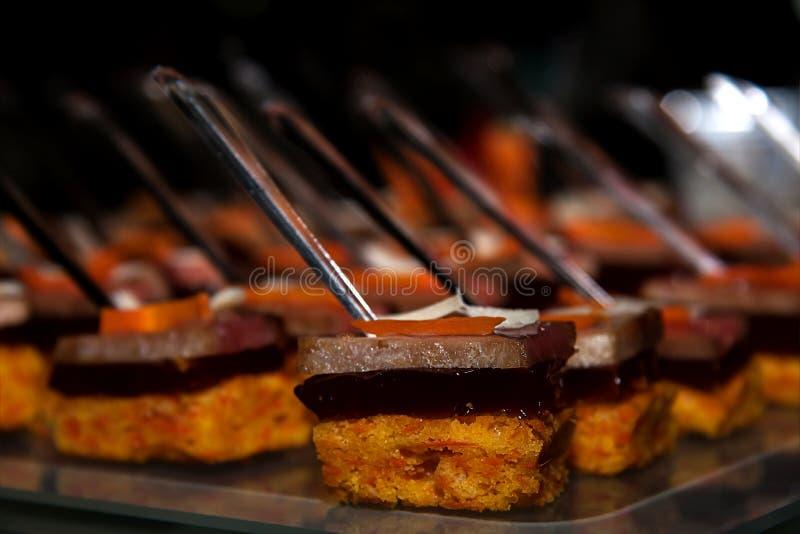 Snacks bij het buffet stock afbeeldingen