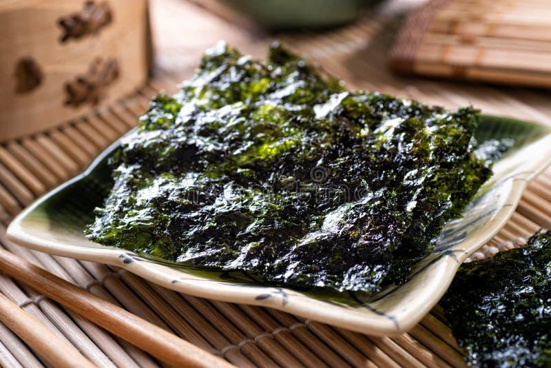 Snacks de algas torradas imagem de stock