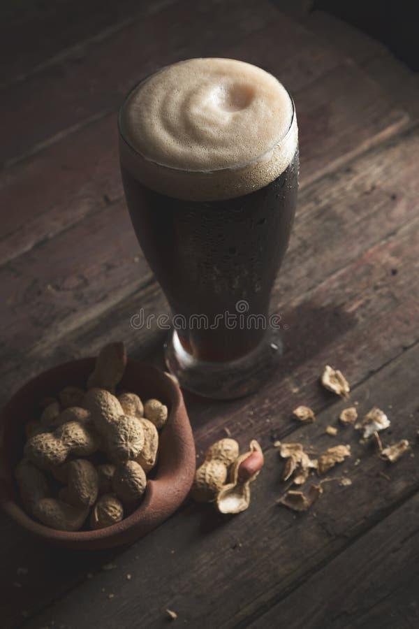 Snacks en bier royalty-vrije stock afbeelding