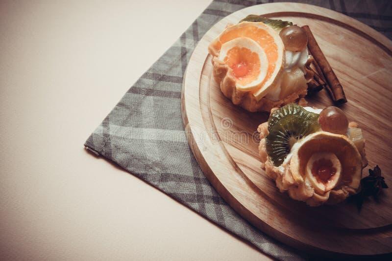 Snacks met vruchten stock foto's