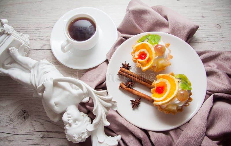 Snacks met vruchten royalty-vrije stock afbeeldingen