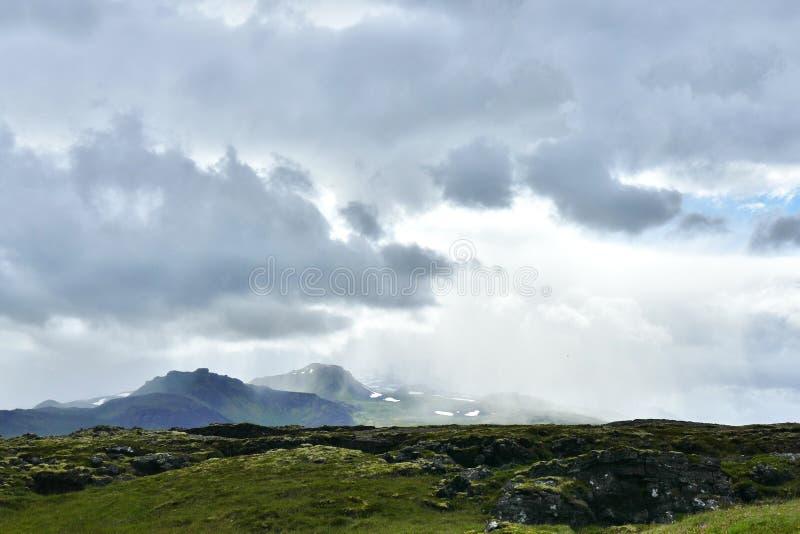 Snaefellsjokull glaciär som skiner i det ljusa solljuset fotografering för bildbyråer