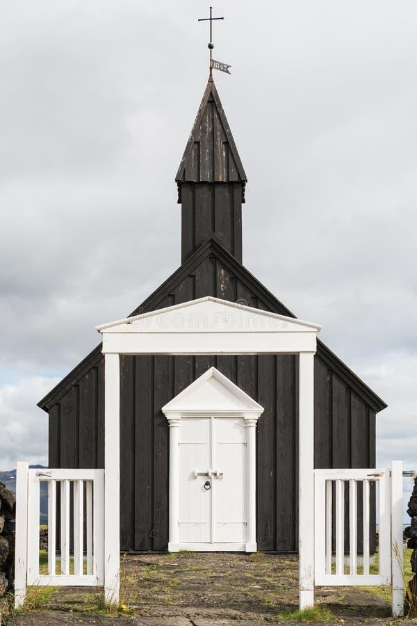 SNAEFELLSNES, ΙΣΛΑΝΔΙΑ - ΤΟΝ ΑΎΓΟΥΣΤΟ ΤΟΥ 2018: Εκκλησία Budakirkja στο χωριουδάκι Budir στοκ εικόνα με δικαίωμα ελεύθερης χρήσης