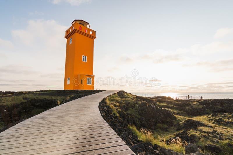 SNAEFELLSNES, ISLAND - AUGUST 2018: Ansicht über orange Turm von Svortuloft-Leuchtturm lizenzfreies stockfoto