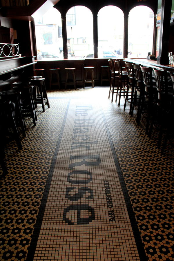 Snak bar en de krukken binnen beroemd restaurant, de Zwarte namen, Boston, Massa, 2014 toe royalty-vrije stock afbeelding