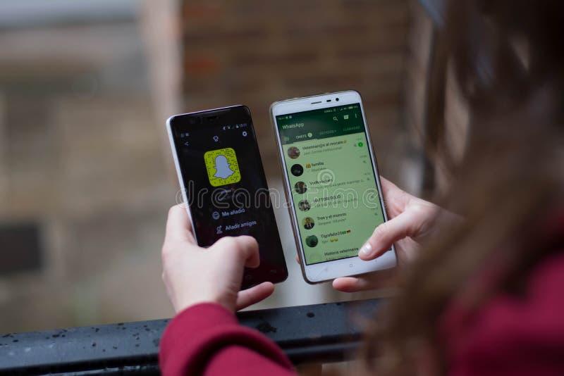 Download Snapchat D'agaisnt De Whatsapp, Snapchat Dans L'agaisnt De Marché Boursier Image éditorial - Image du écran, causerie: 87703430